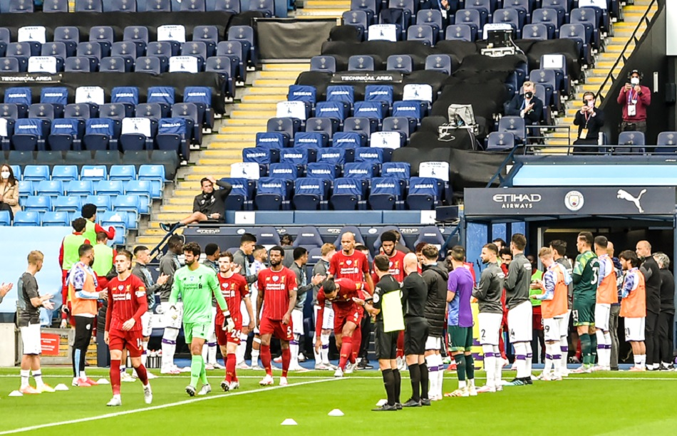 لافتة رائعة.. مانشستر سيتي يستقبل ليفربول بممر شرفي